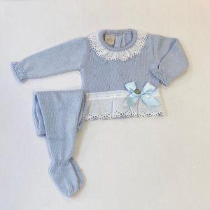 Conjunto dos piezas jersey y polaina bodoques puntilla y lazada. 50 % perlé 50 % algodón.
