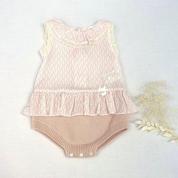 Ranita punto y tela con cuello volante, encaje de valencie .100 % algodón.