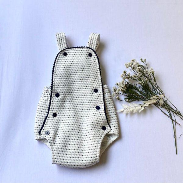 Ranita blanca topitos en marino con forro. Niseret, 100 % algodón.