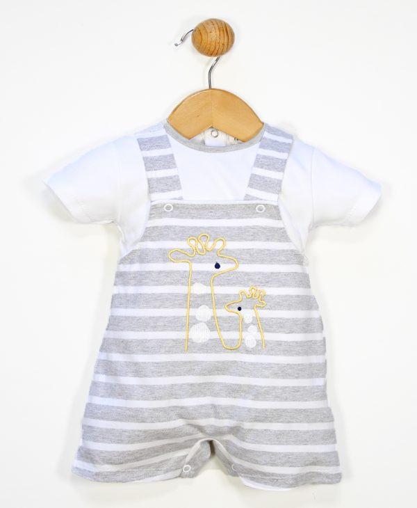 Conjunto dos piezas peto de rayas con estampado de jirafa y camiseta blanca a juego