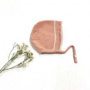 Capota punto trenza con raya blanca y estrella atrás rosa palo