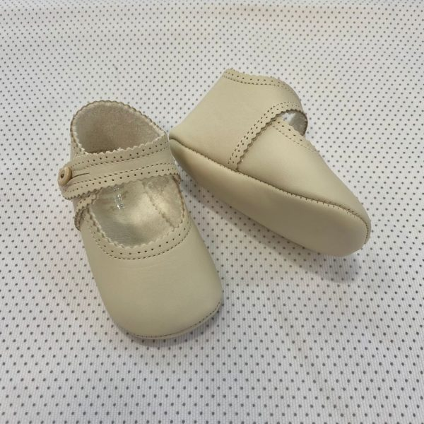 Zapatos tipo mercedita beige