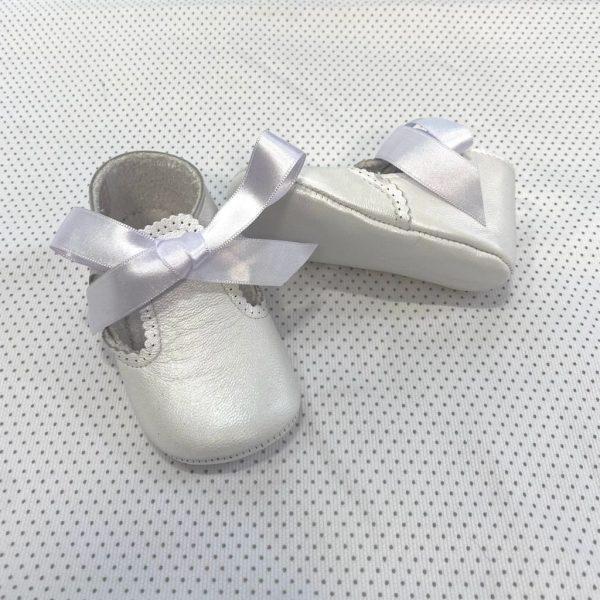 Zapatos tipo ceremonia de piel con lazada blanco