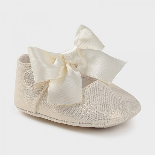 Zapatos tipo mercedita de ceremonia crudo