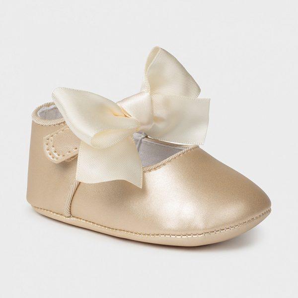 Zapatos tipo mercedita de ceremonia dorado