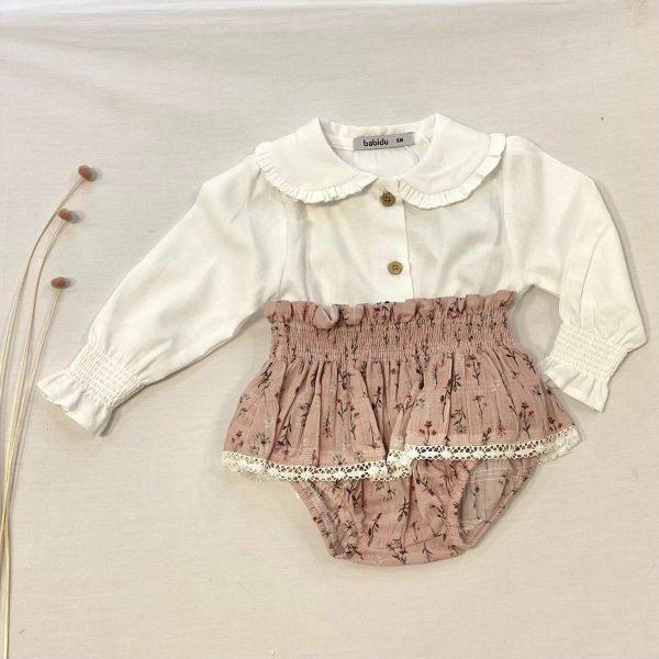 Conjunto camisa cuello bebé blanca y culetín flores con volantes puntilla Rose