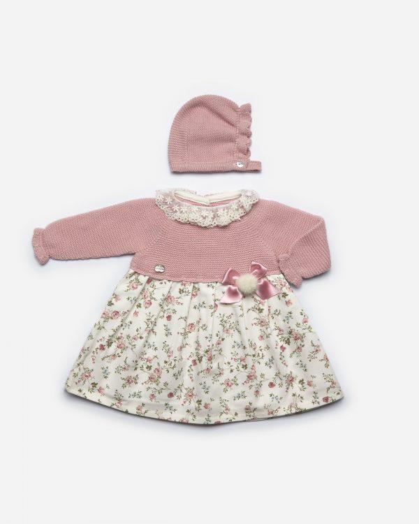 Vestido cuello encaje, punto maquillaje, falda flores rosa