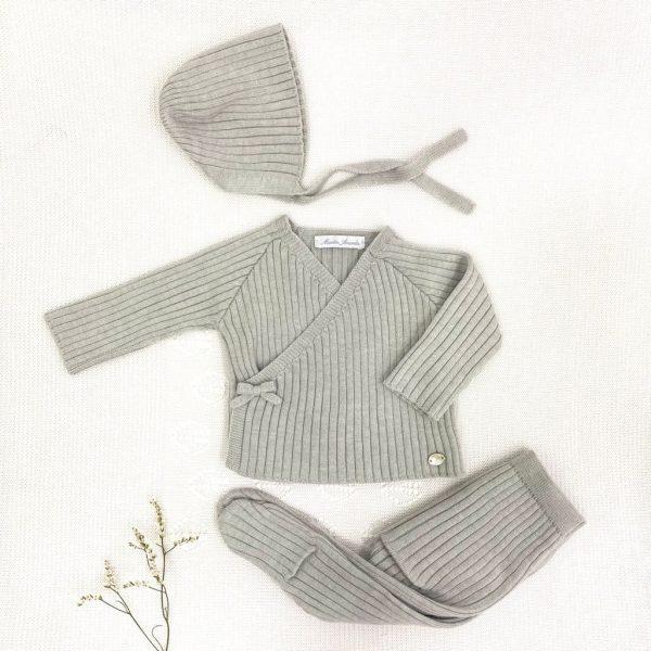 Conjunto tres piezas gris, punto invierno, canalé, lazo lateral, gorro
