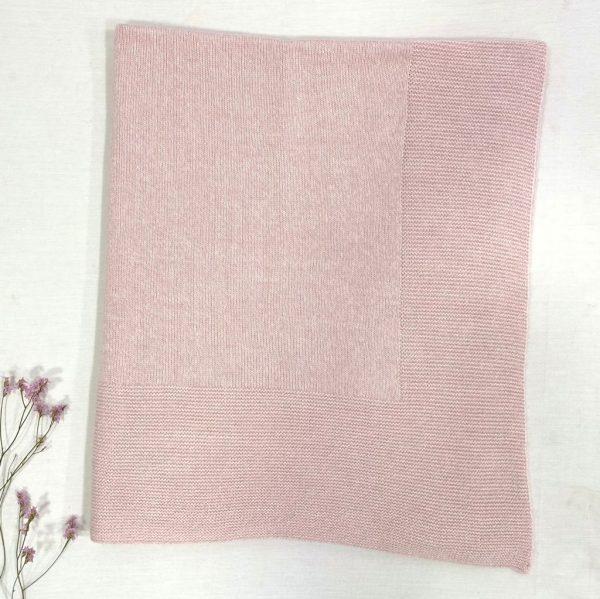 Toca lisa invierno rosa