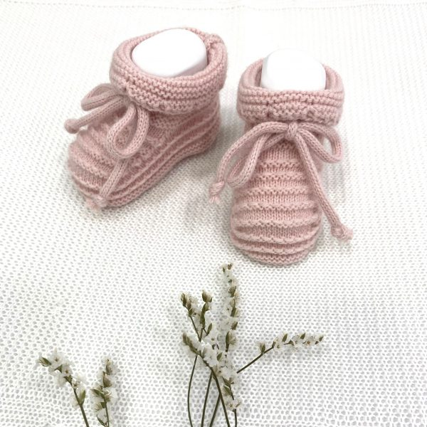 Patuco en punto de invierno lazo rosa empolvado