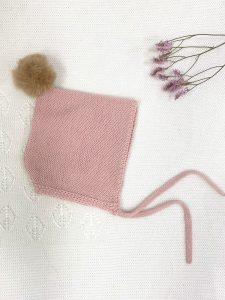 Capota pompón rosa palo