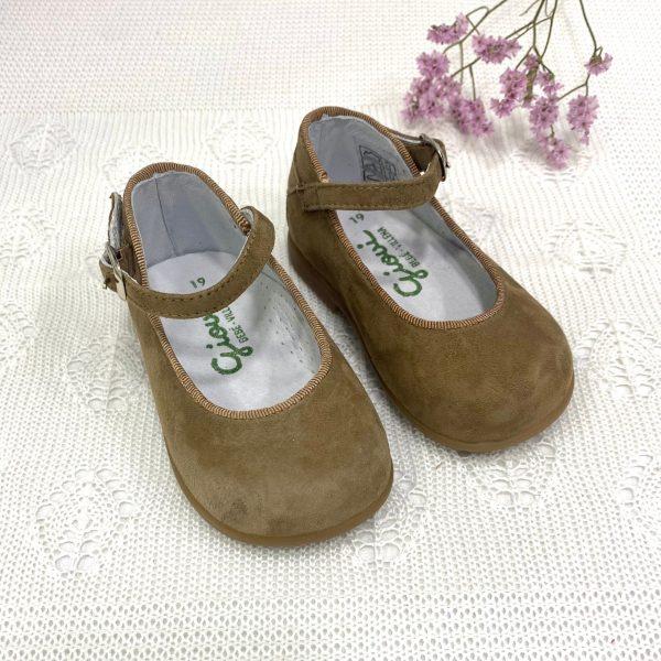 Zapato bluchers flecos, con suela serraje turrón