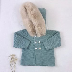 Abrigo punto invierno con capucha pelo natural