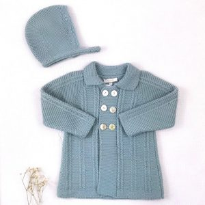 Abrigo punto invierno cuello botones trenzas con capota a juego