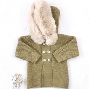 Abrigo punto invierno con capucha pelo natural turrón