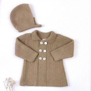 Abrigo punto invierno cuello botones trenzas con capota a juego turrón
