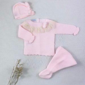 Conjunto tres piezas punto invierno jersey encaje de valencie pompones polaina y capota a juego